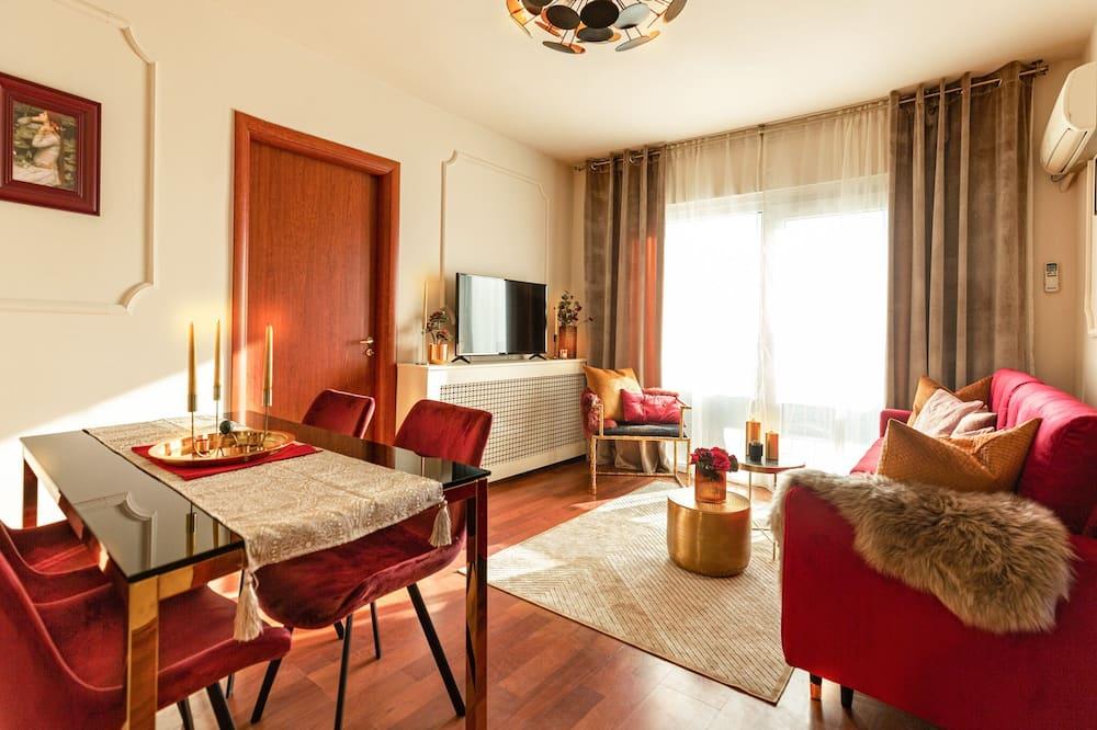 ดีลักซ์อพาร์ทเมนท์, 2 ห้องนอน, ระเบียง, วิวเมือง - ห้องนั่งเล่น