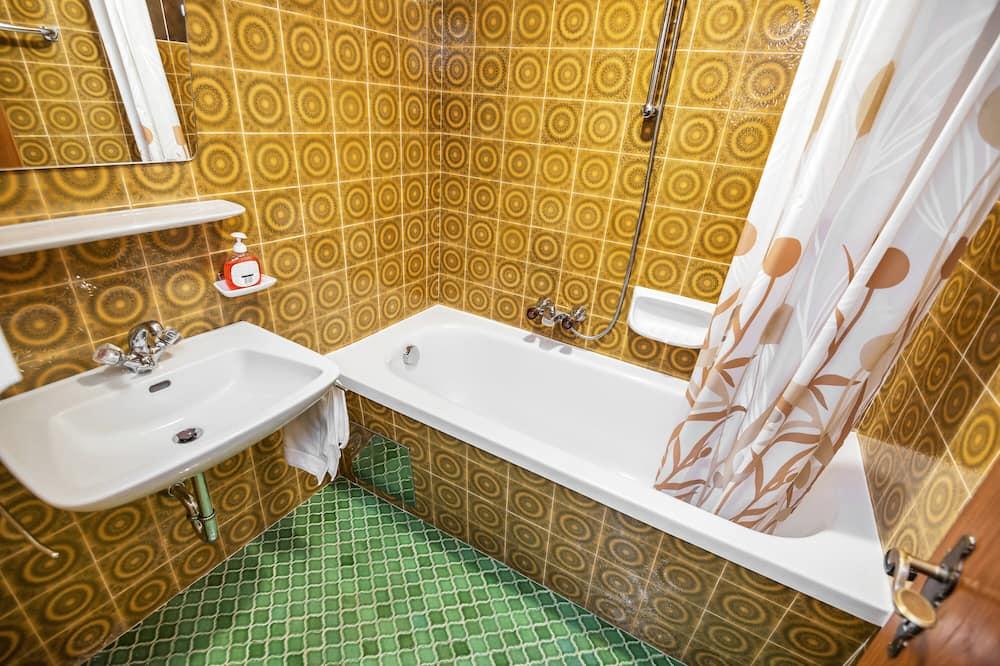 Quadruple Room (Duplex) - Bathroom