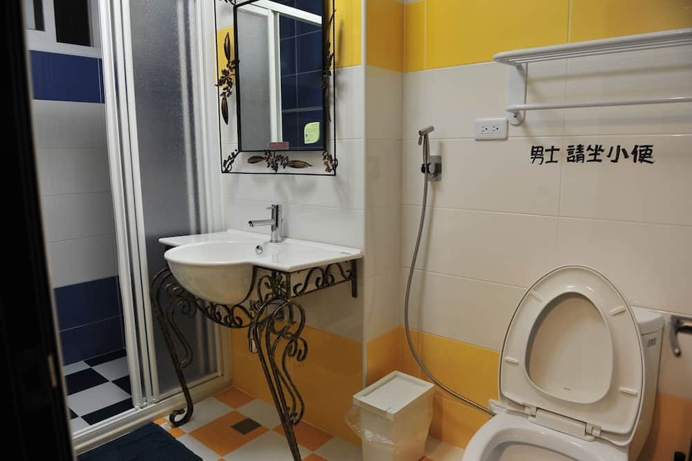 One Bed in 4-Bed Female Dormitory Room - Bathroom