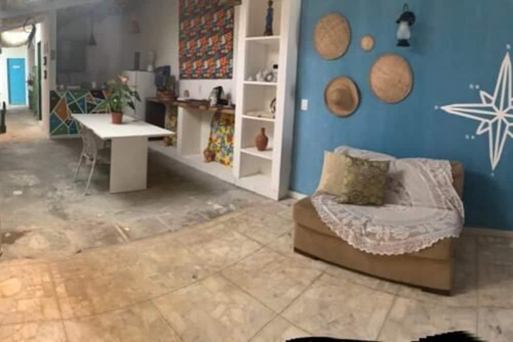 חדר משפחתי - נוף לחצר