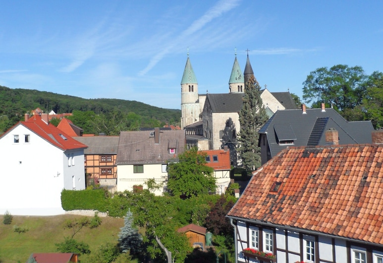 Apartment in Gernrode in the Harz With Amazing View of the Town, เควดลิงบูร์ก