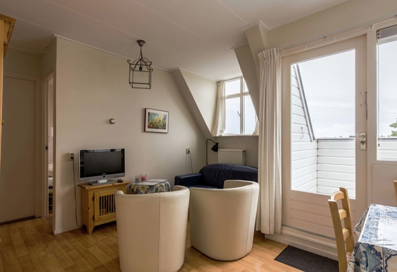 Family Apartment on a Large Estate in Bergen aan Zee, Near the Dunes and Beach, Bergen aan Zee, Appartement, Woonkamer