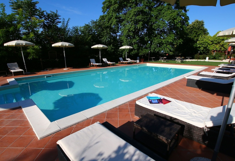 Apartment With Pool, Between sea and Mountains, Restaurant, Wifi, Colonnella, Basen