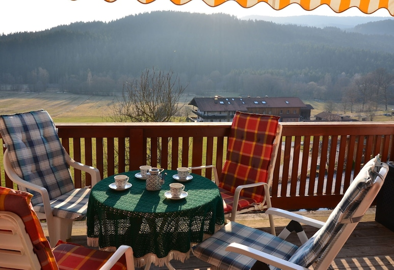 Comfort Apartment With Balcony in the Beautiful Bavarian Forest, Drachselsried, Svalir
