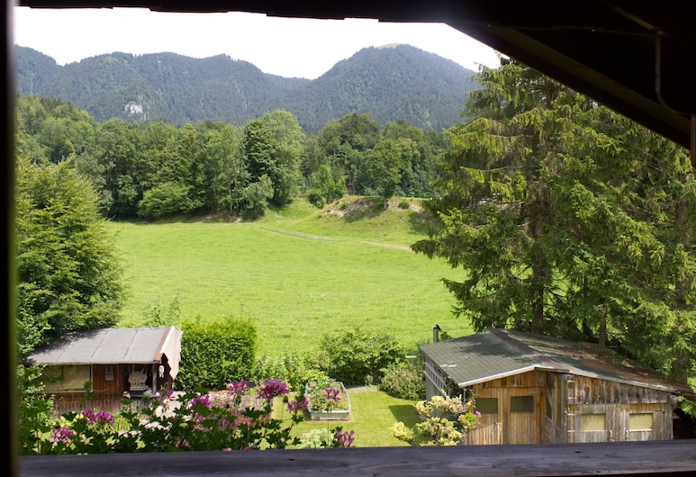Apartment in Lenggries With Balcony and a View of the Alps, Ленгрис, Территория отеля