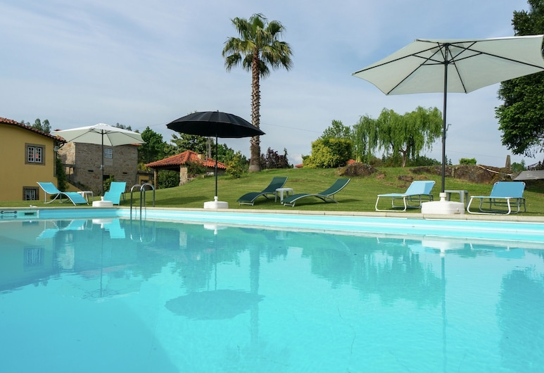Excellent Cottage in Santa Comba With Communal Swimming Pool!, Ponte de Lima