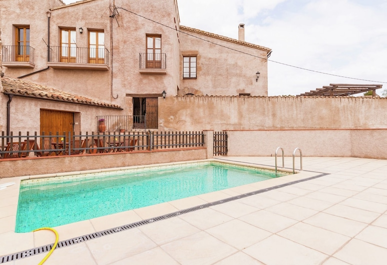 Luxurious Cottage With Swimming Pool in Catalonia, Castellfollit del Boix