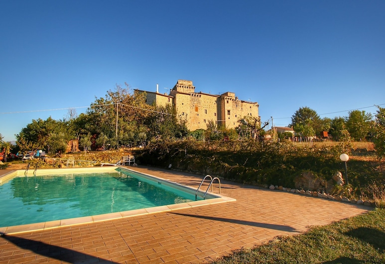 Castle in Gualdo Cattaneo With Swimming Pool,garden,bicycles, Gualdo Cattaneo