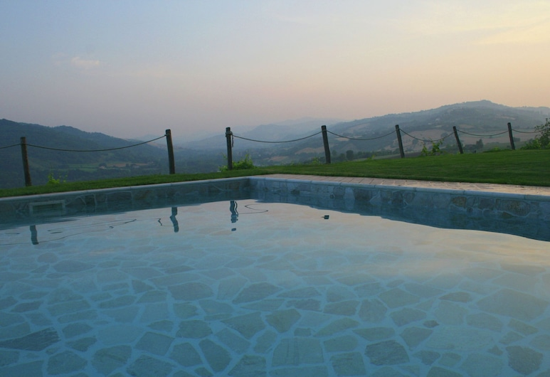 Lovely Holiday Home in Monte Colombo on Farm, Monte Colombo, Pool