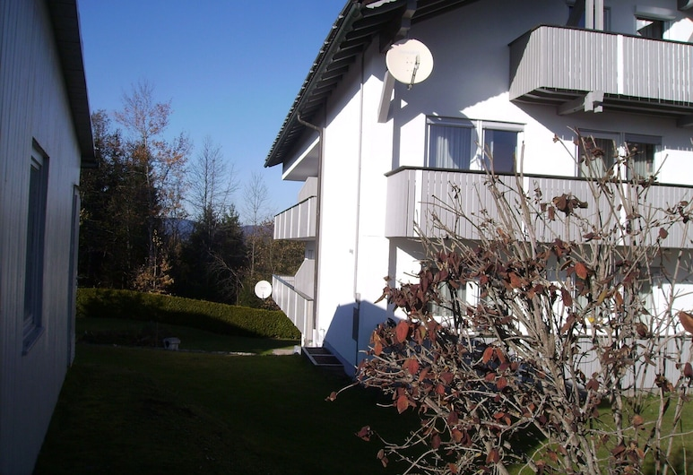 Spacious Holiday Apartment in the Southern Bavarian Forest With Balcony, Lindberg