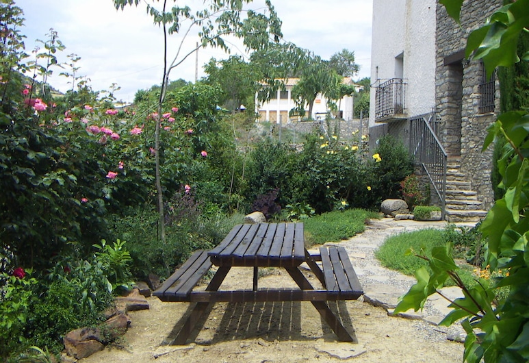 Idyllic Country House in the Foothills of the Pyrenees, Castigaleu, 花园