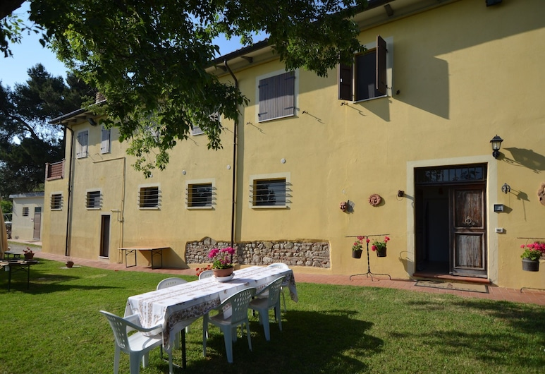 Lovely Holiday Home With Pool in Monte Colombo, Monte Colombo