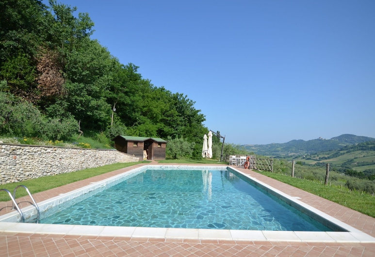 Lovely Holiday Home With Pool in Monte Colombo, 哥伦布山, 游泳池