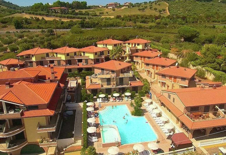 Lavish Holiday Home in Tortoreto With Pool, 托尔托雷托, 酒店外部