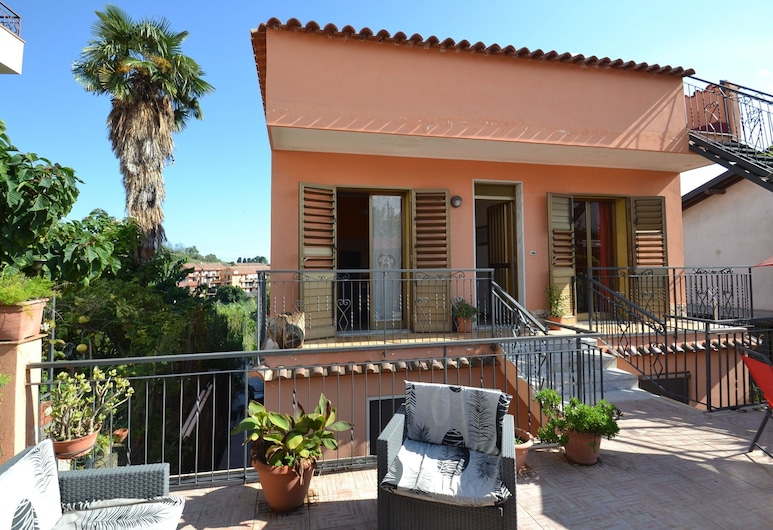 Lovely Holiday Home in Giardini Naxos Near Sea, Таормина
