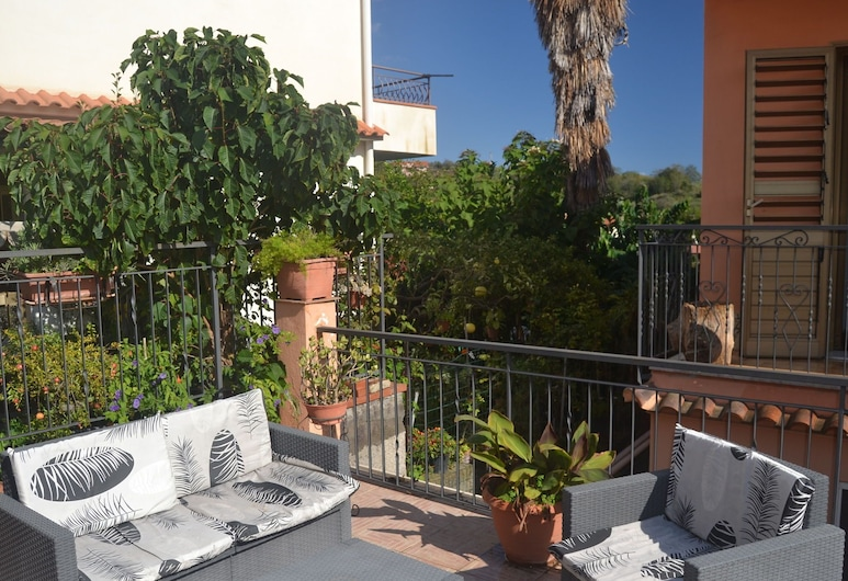 Lovely Holiday Home in Giardini Naxos Near Sea, Taormina