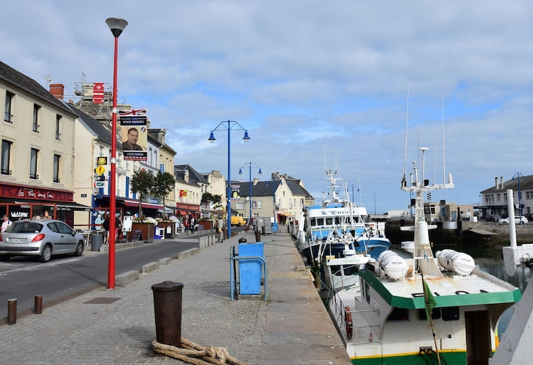 Cozy Holiday Home in Port-en-bessin-huppain With Heating Facility, Port-en-Bessin-Huppain