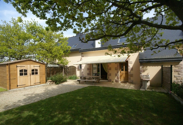 Comfortable Semi-detached Holiday Home 700m From the Beach in Brittany, Erki