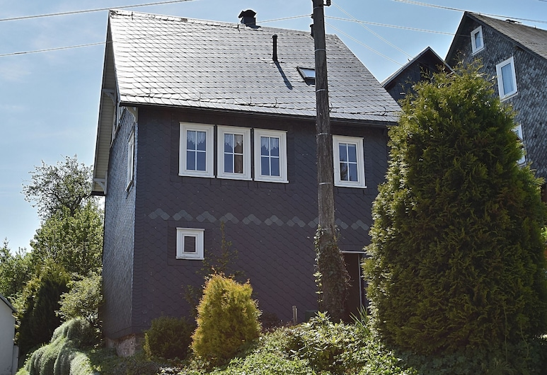 Holiday Home in Deesbach With Garden, Roofed Terrace & BBQ, Deesbach