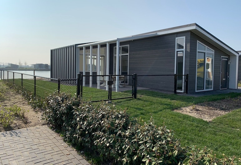 Modern Chalet With Jetty and Terrace Near the Oosterschelde, Wemeldinge