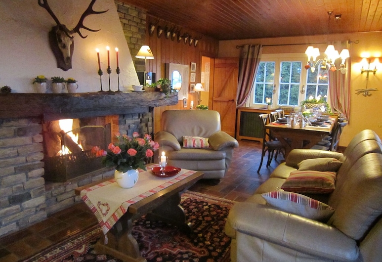 Spacious Chalet With Private Garden in Waimes, Waimes, Wohnzimmer