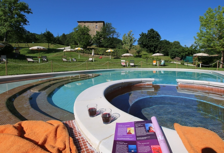 Property With Swimming Pool, Spacious Garden, Private Terrace and Views, Apecchio, Alberca