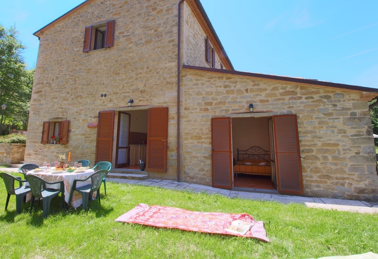 Property With Swimming Pool, Spacious Garden, Private Terrace and Views, Apecchio