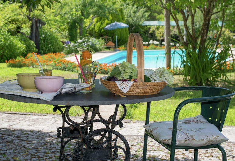 Holiday Home for two in Idyllic Garden With Saltwater Swimming Pool, Castro Daire, 平房, 陽台