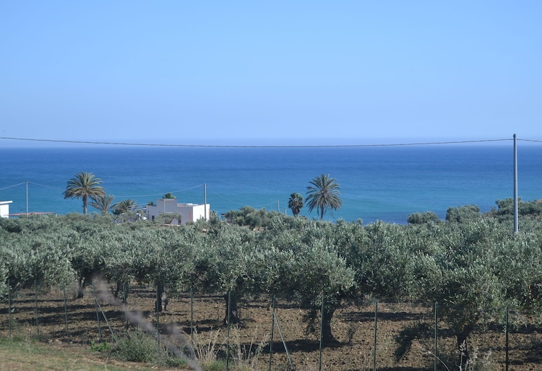 A Sun-drenched Holiday Apartment Just a few Metres From the Sicilian Coastline, Sciacca, Beach