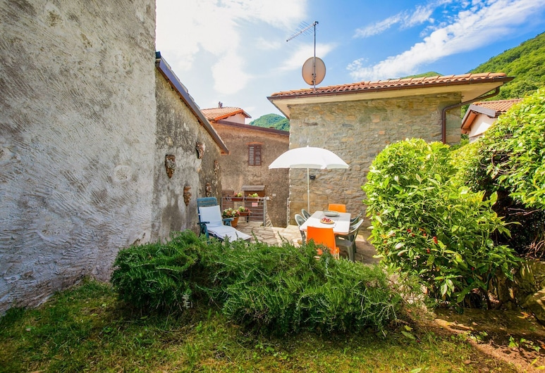 Tuscan House Built on the Hill of a Small Mountain Village, Pescaglia, Garden