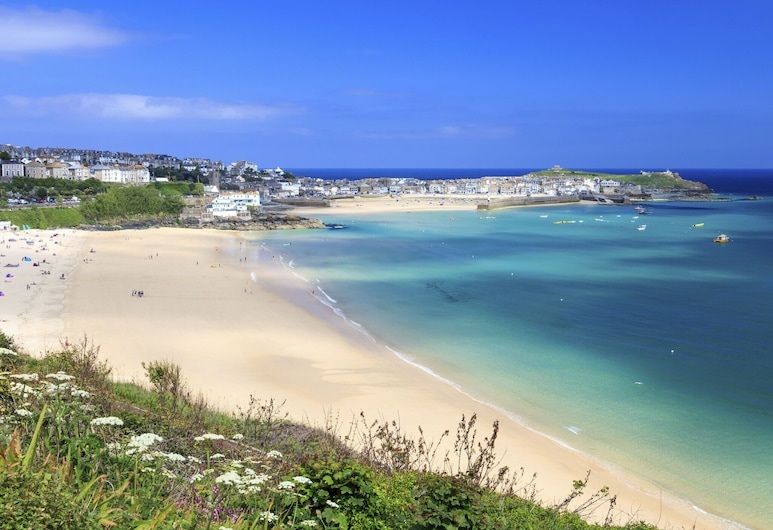 Spacious Apartment in Saint Ives Near Beach, St Ives, Beach