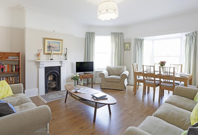 Bright Apartment in the Centre of Southwold, Near the Beach and the Pier, Reydon, Elutuba