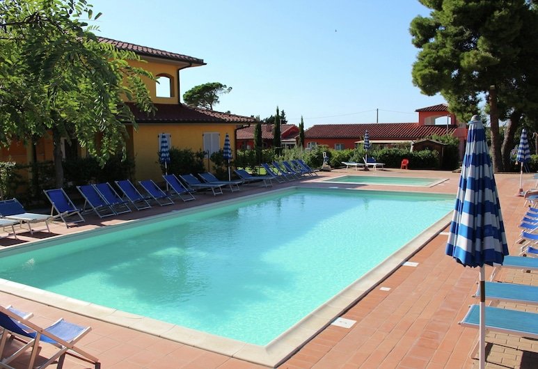 Comfy Apartment With a Terrace, 800m. From the sea, Scarlino, Pool