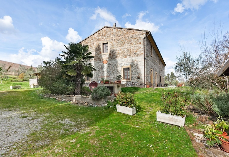 Enticing Holiday Home in Chianni With Swimming Pool, Chianni, Veranda