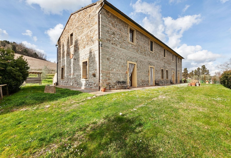 Enticing Holiday Home in Chianni With Swimming Pool, Chianni