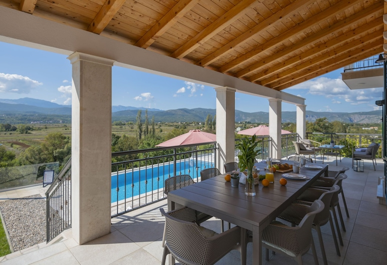 Splendid Villa With Heated Pool, Beautiful Covered Terrace With Panoramic View, Imotski, Vila, Balkón