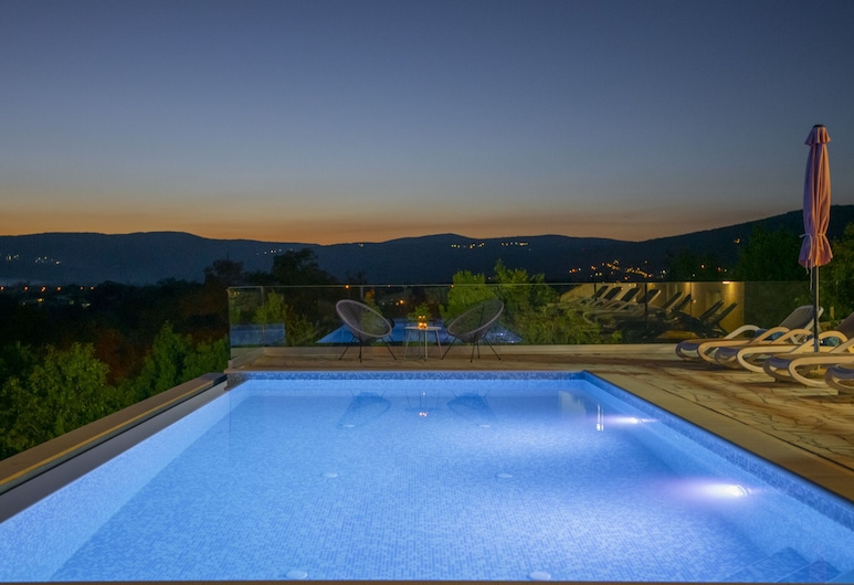 Splendid Villa With Heated Pool, Beautiful Covered Terrace With Panoramic View, 伊莫茨基, 浴室