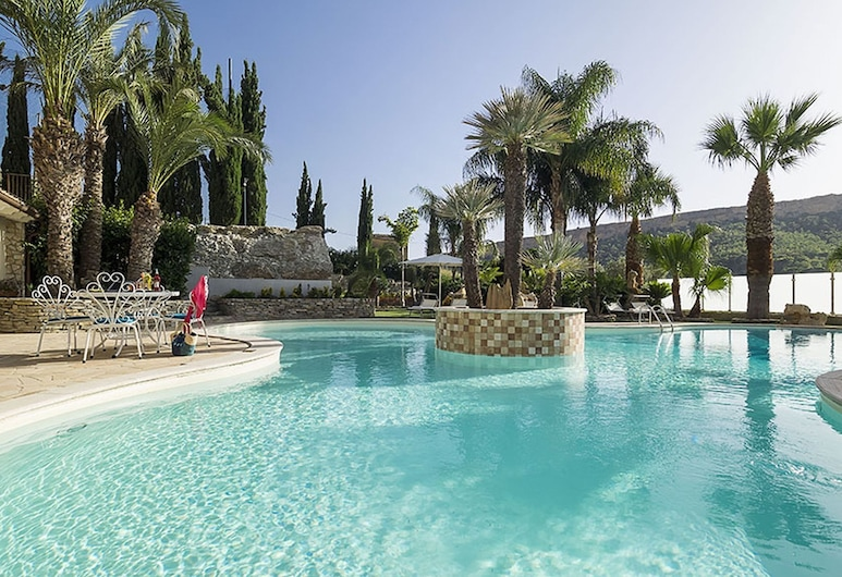 Exclusive Luxury Villa in Agrigento With Private Pool, Jacuzzi and BBQ, Agrigento, Piscina