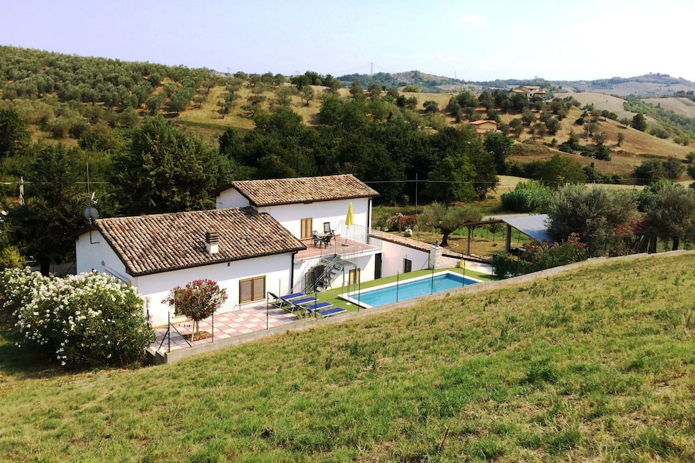 Restful Holiday Home in Picciano With Swimming Pool
