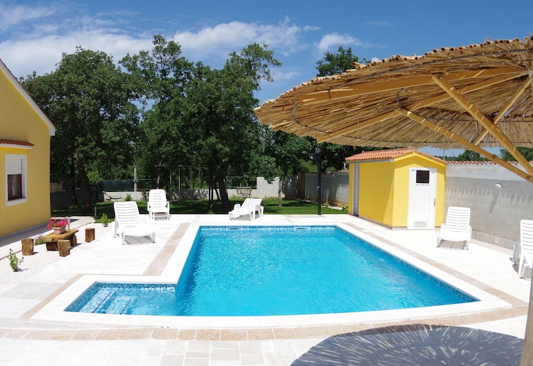 Detached House at Country Side, Fenced Privat Garden. Ideal for 2 Fam. Free Wifi, Vodnjan, Alberca
