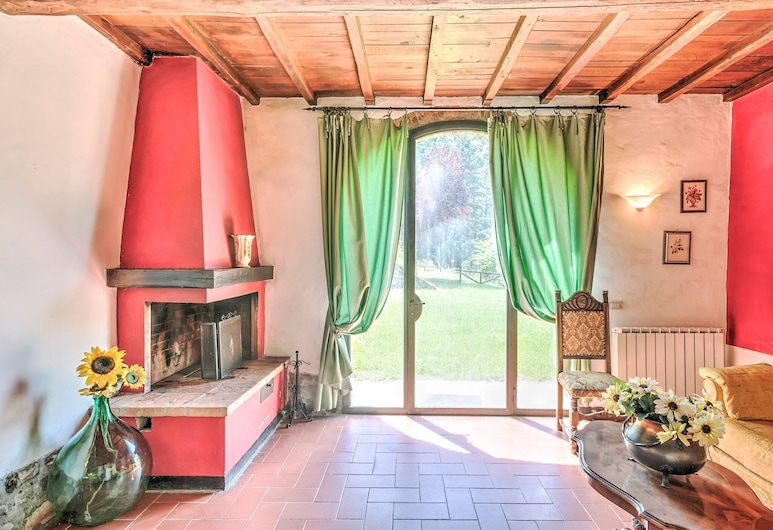 Detached, Cozy Cottage in Vineyard With Swimming Pool and Views Over Tuscany, Dicomano, Living Room