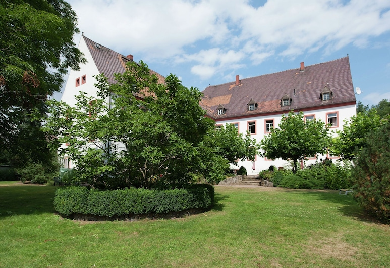 Vintage Apartment in Arzberg - Triestewitz With Terrace, Arzberg