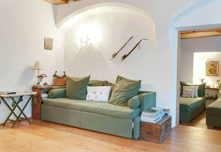 Charming Renewed Apartment, pet Allowed, in the City Center of Brixen, Bressanone, Apartment, Living Room