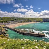 Scenic Holiday Home in Camborne With Green Garden, Near the Coast