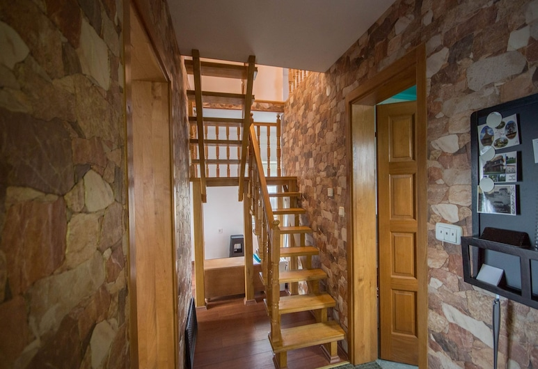 Modern Holiday Home in Voloder With Barbecue and Parking, Popovaca