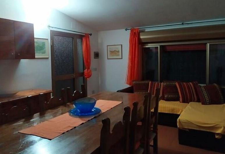 Simplistic Holiday Home in Cala Liberotto With Garden, Orosei, Casa, Sala de estar