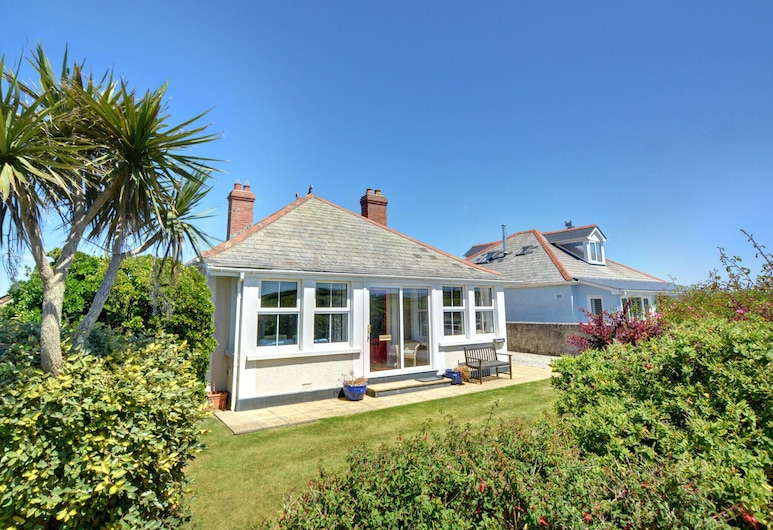 Cozy Holiday Home With Fireplace at Saint Merryn Cornwall, Padstow
