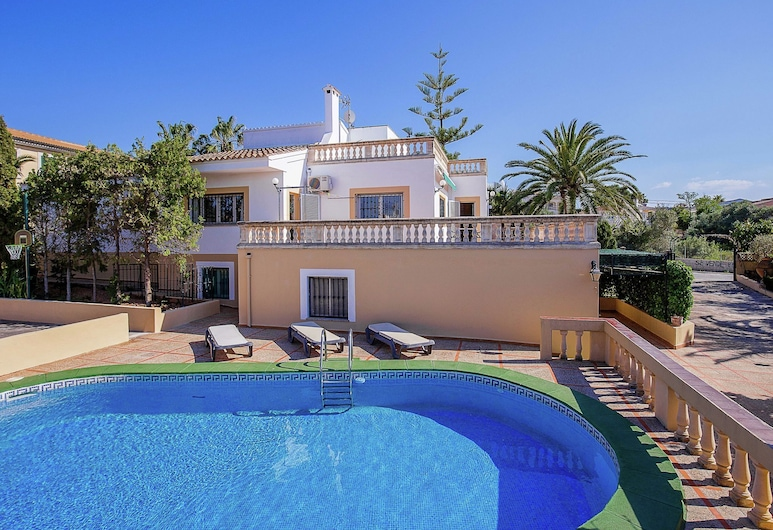 Spacious House in Quiet Residential Area With Private Pool, Terraces and BBQ, Llucmajor