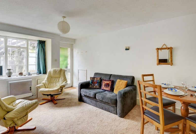 Cosy Apartment With Terrace in St. Ives, Near the Beach, St Ives
