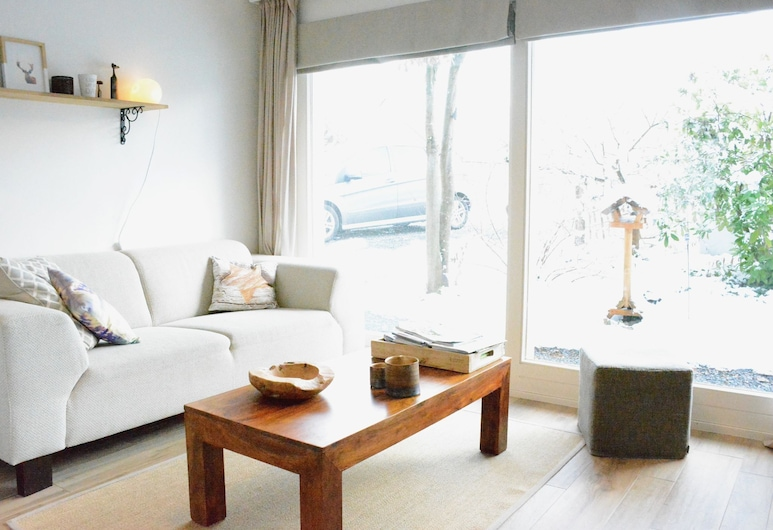 Pleasing Holiday Home in Virton With Garden, Virton, Living Room